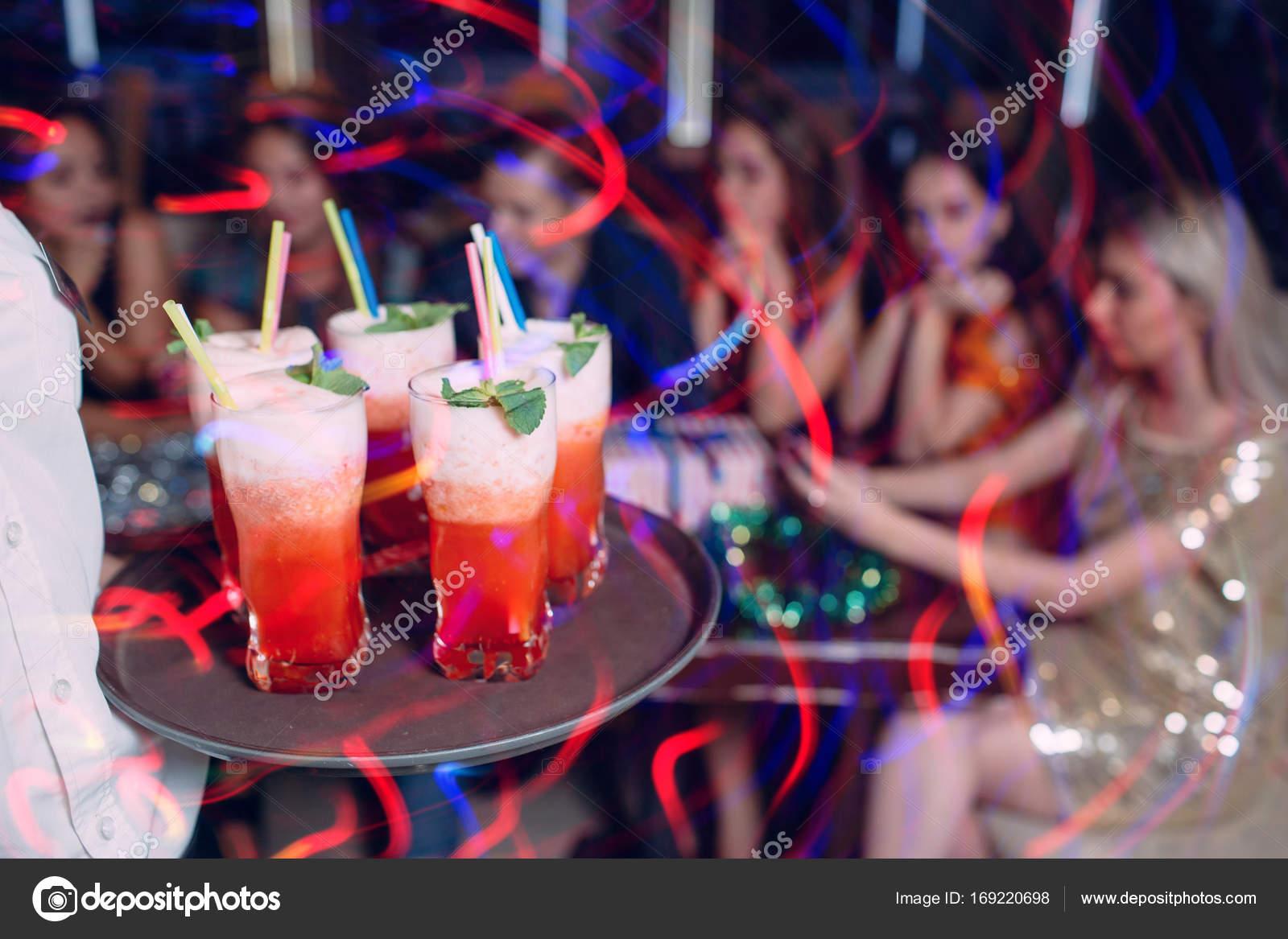 Alkoholische Getränke hell. Party-Hintergrund — Stockfoto ...