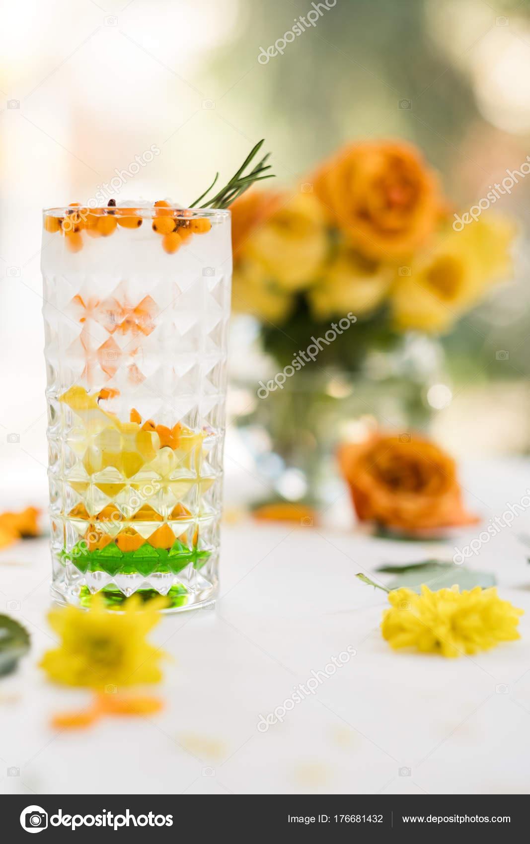 Morgen köstliche Aperitifs Getränk — Stockfoto © golubovystock ...
