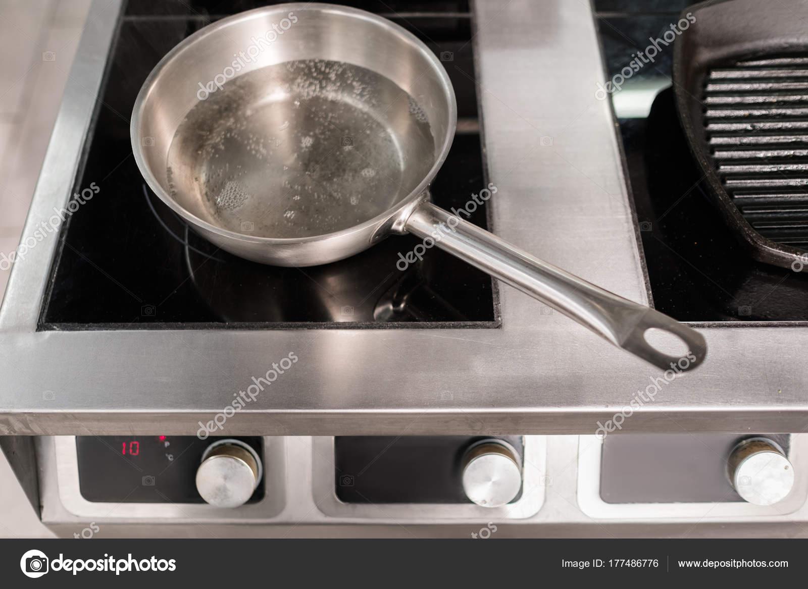 Pentola cucina utensili professionale ristorante u foto stock