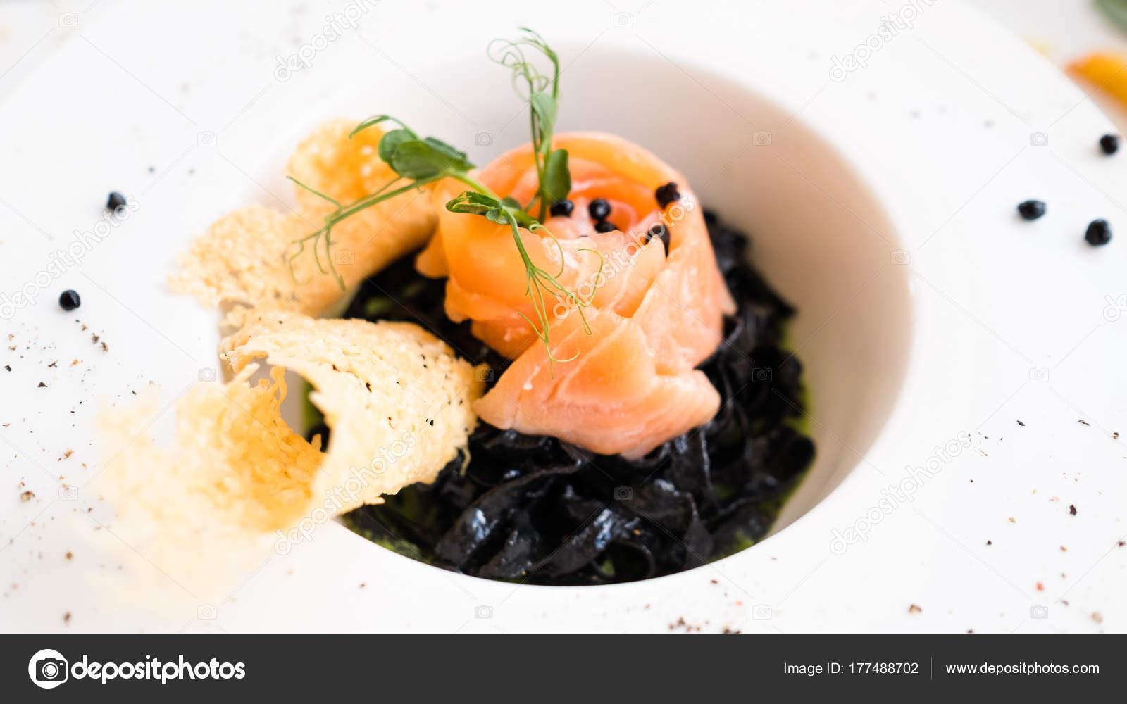 schwarze italienische Küche Pasta Nero Rezept — Stockfoto ...