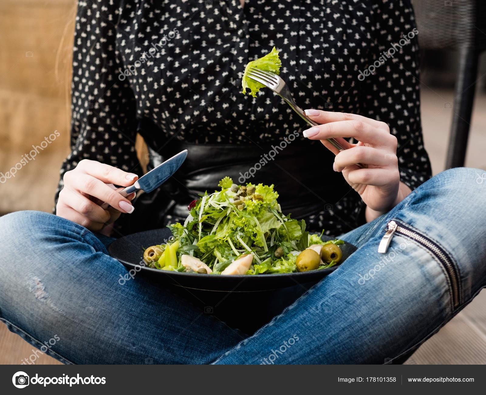 Уменьшите калории, питание и сбалансированную концепцию диеты.