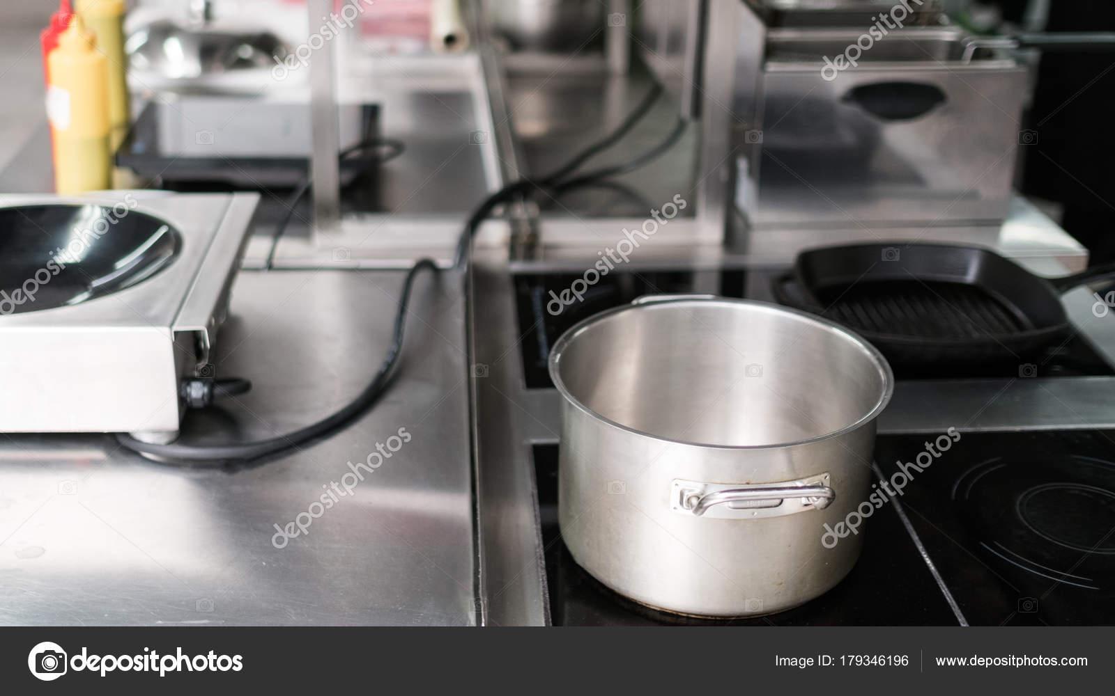 Pentola cucina utensili professionale del ristorante u foto stock