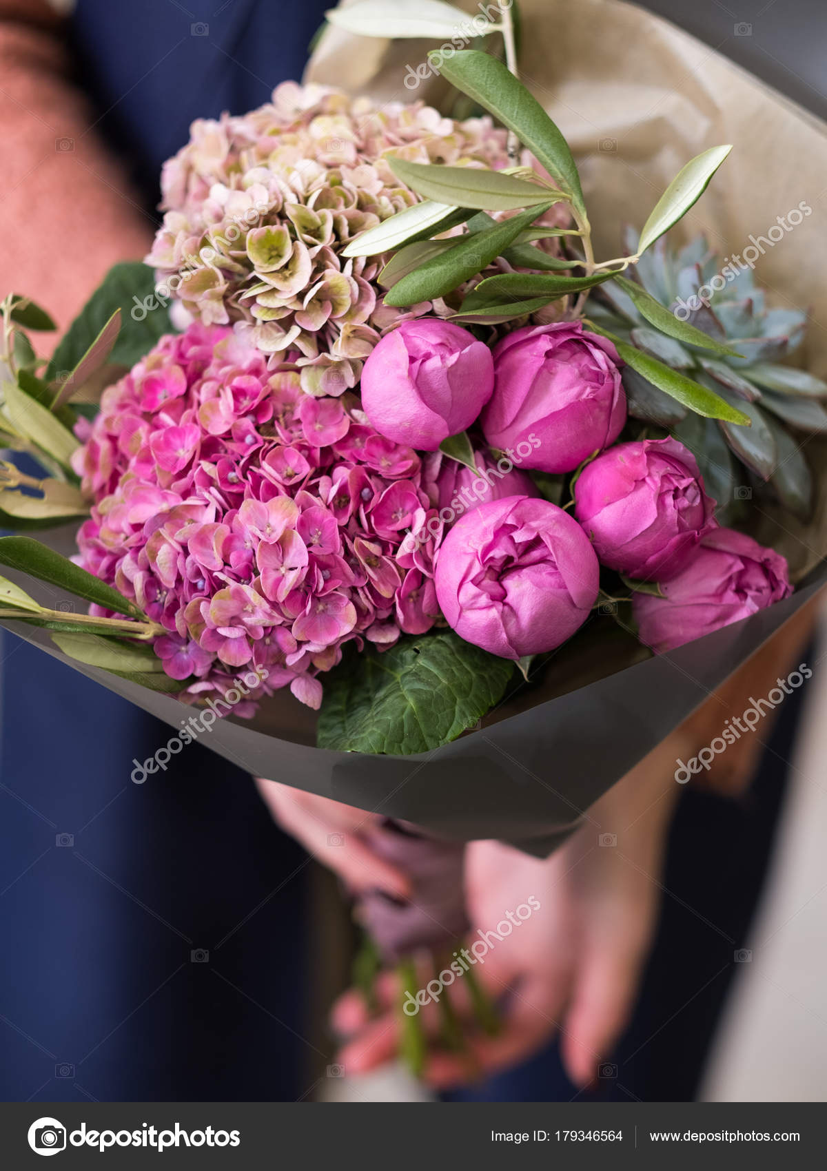 birthday flower bouquet beautiful gift reward — Stock Photo ...