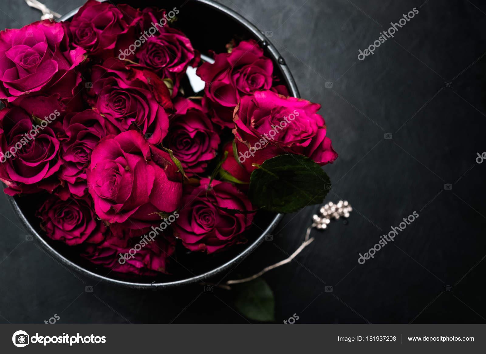Flor Caja Entrega Rosas Rojas Bouquet De Regalo Foto De Stock