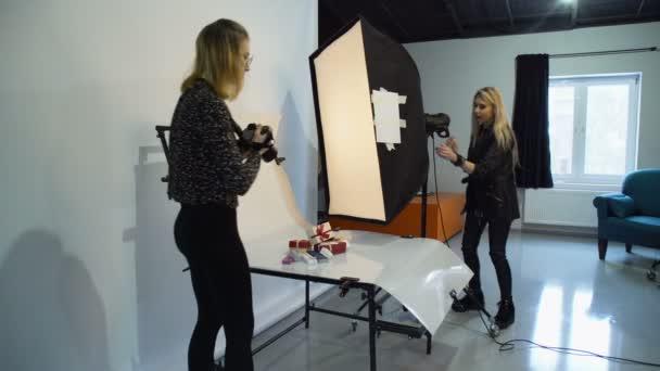 area di lavoro di fotografo backstage assistenza arte