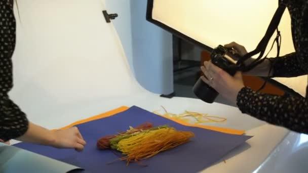 fotografia di food backstage prendendo spazio di lavoro
