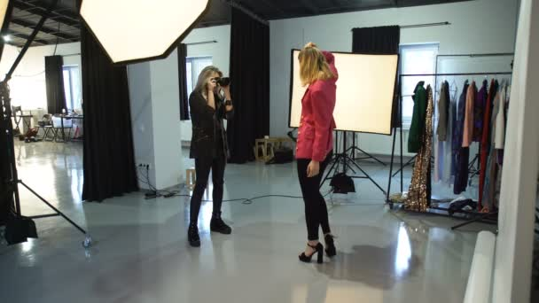 Backstage moda fotografo dellarea di lavoro insieme