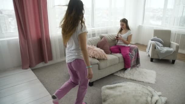 friendship communication leisure pastime girls