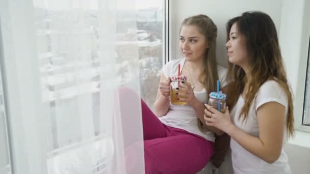lifestyle giovani amici tempo libero ragazze comunicazione