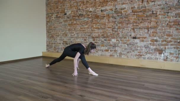 sport fitness gymnastics exercise girl leg split