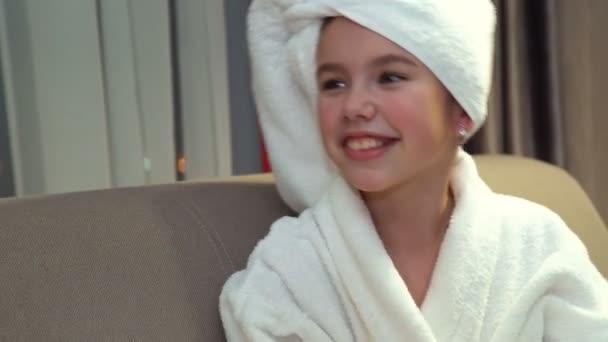 rodinnou zábavu čas štěstí rekreační dívka smích