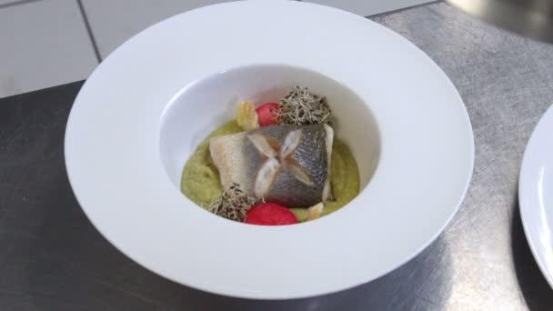 stylista foodu montáž zdobení jídla