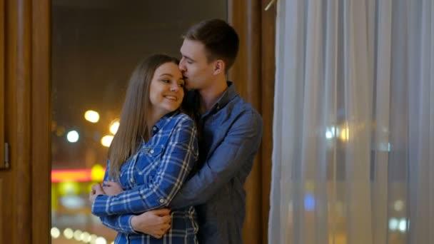Paar tanzt Umarmung zarte romantische Emotion Freizeit
