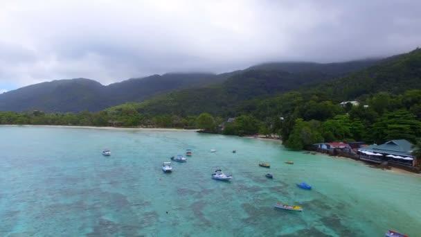 Letecký pohled na Anse LIslet, Port Glaud, Ostrov Mahé, Seychely 1