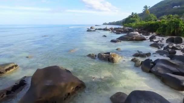Letecký pohled na pláže Beau Vallon a skály, Ostrov Mahé, Seychely 2