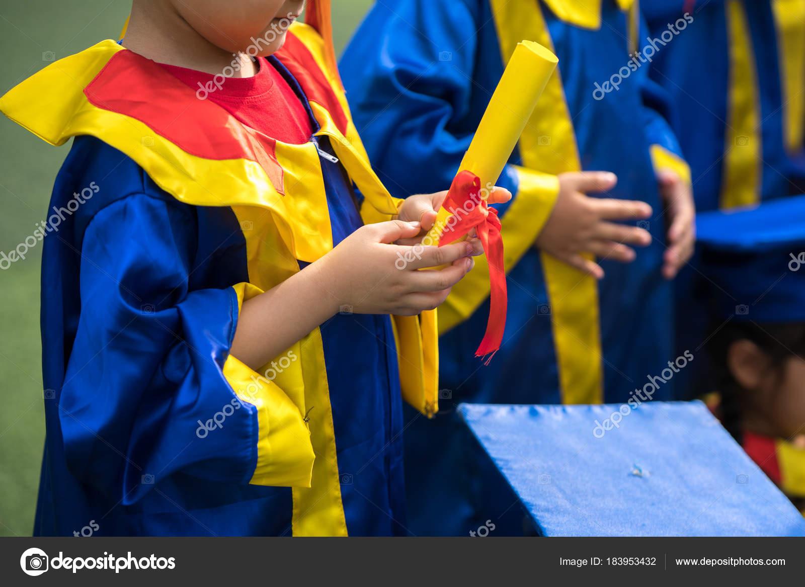 Fotos Graduacion Preescolar Preescolar Niño Vestido De