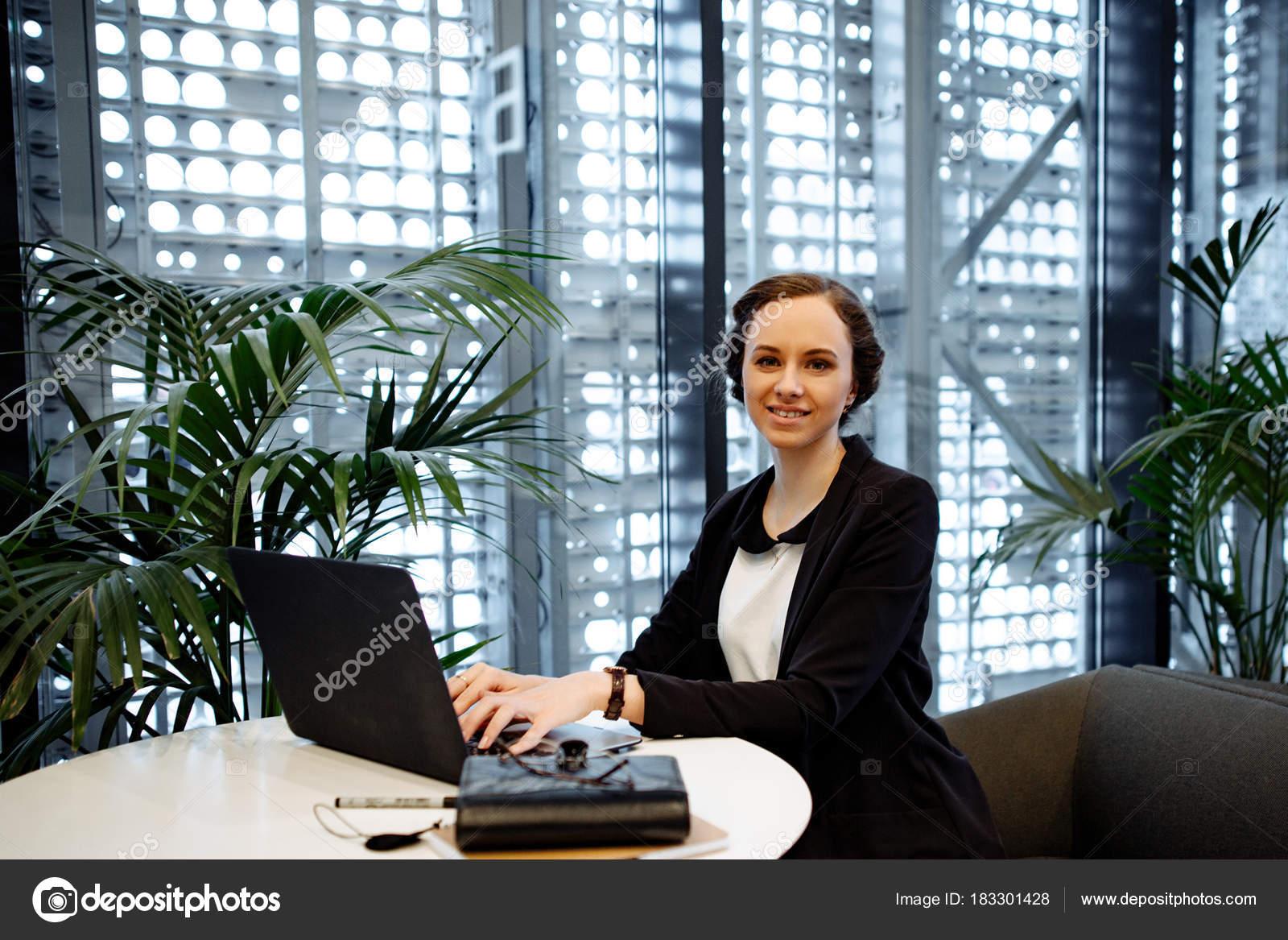 66e466a17bb5 Πορτραίτο Της Επιχείρησης Γυναίκα Των Επιχειρήσεων Συλλέγονται ...