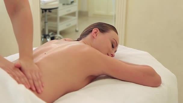 razvel-na-massazh-i-trahnul-porno-foto