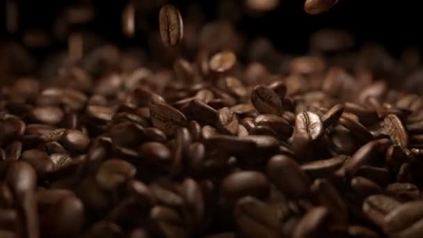 Video of falling coffee beans in real slow motion 1000fps