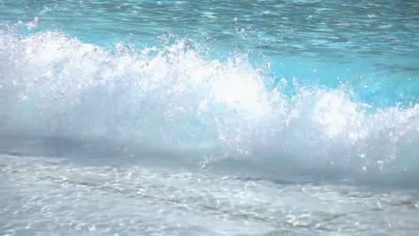 Dvě videa z křišťálové vlny v reálném Zpomalený pohyb