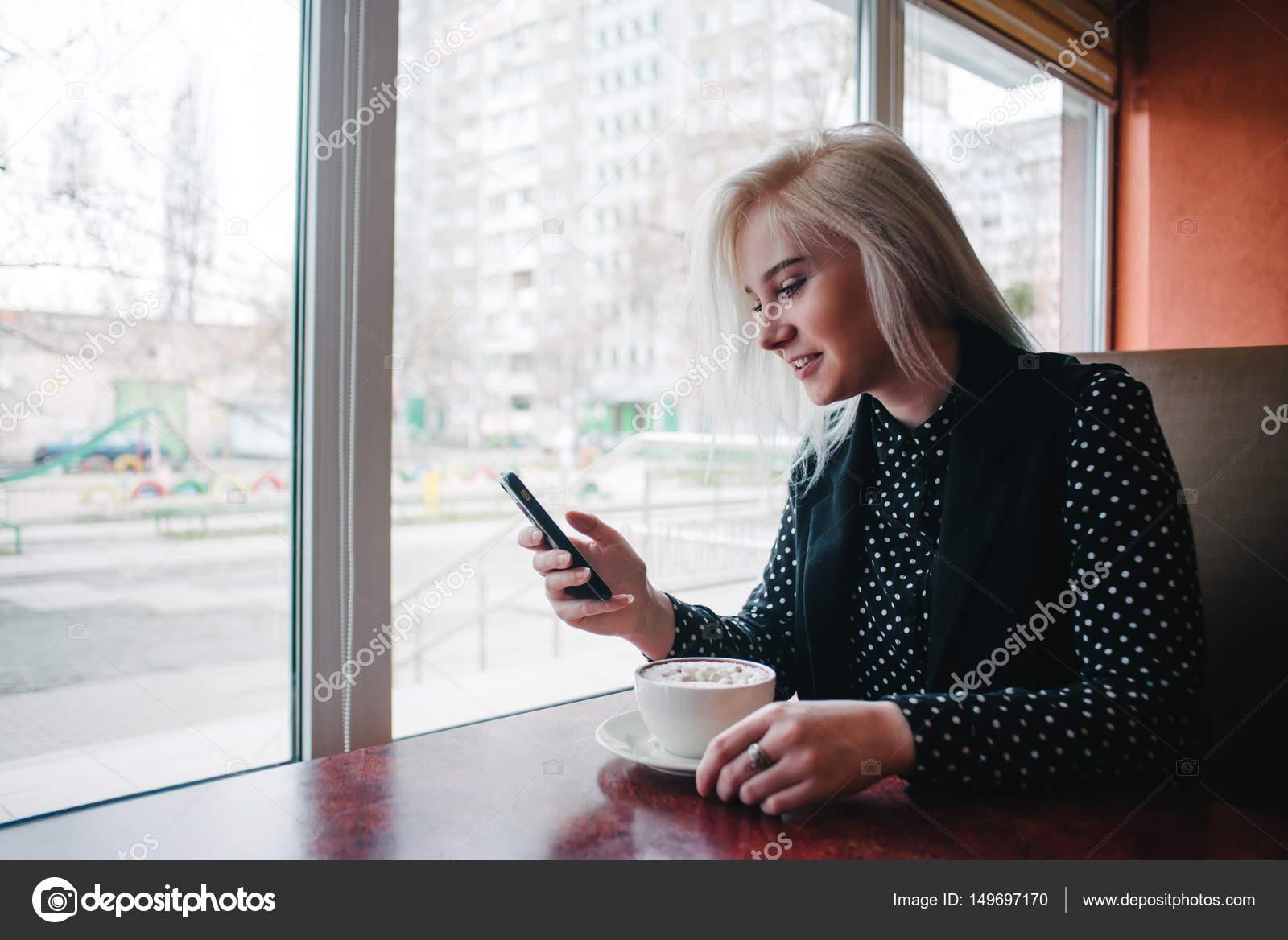 Скачать на телефон фото молодой девушки фото 295-151