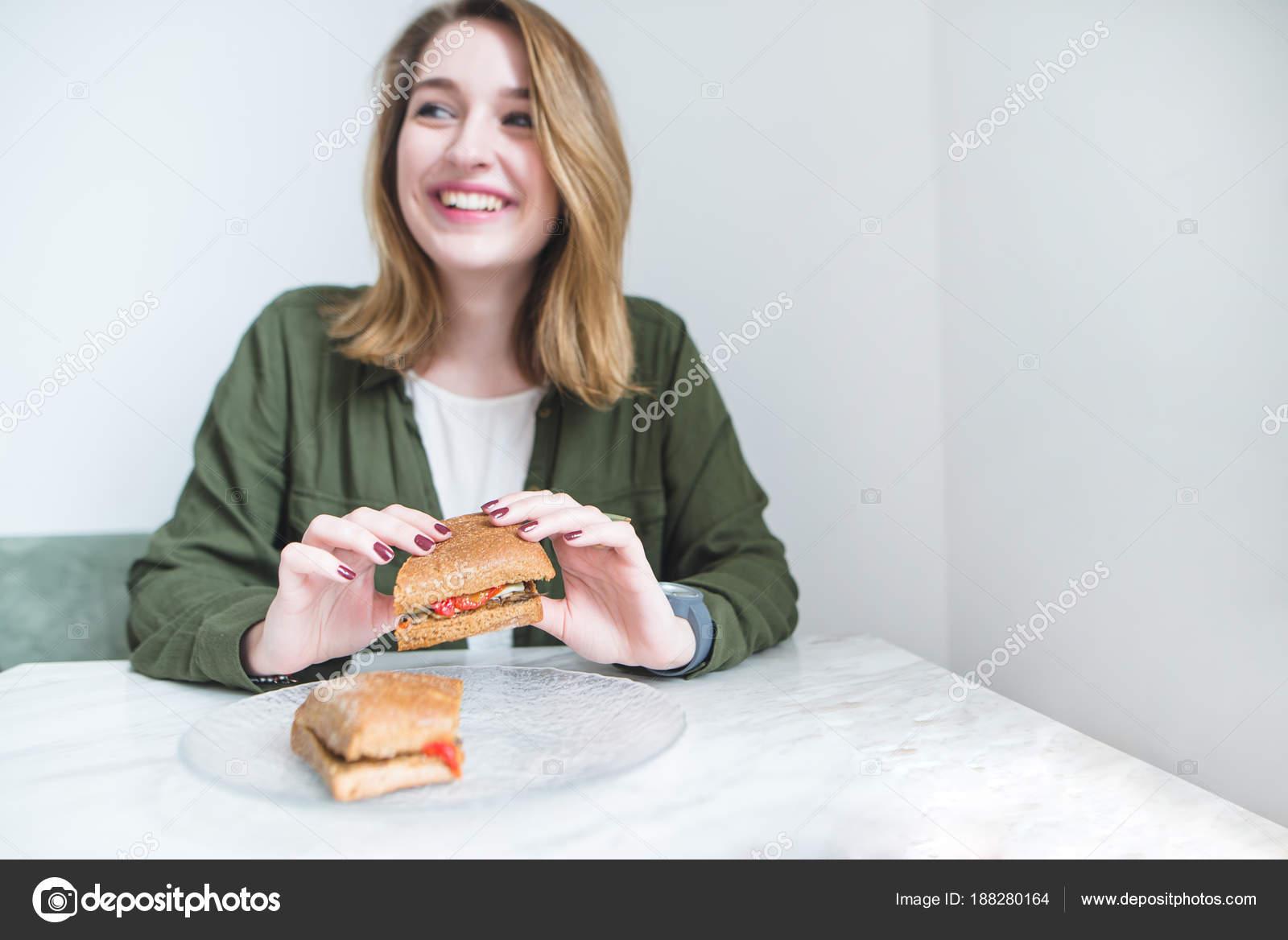 Аппетитная девушка какая