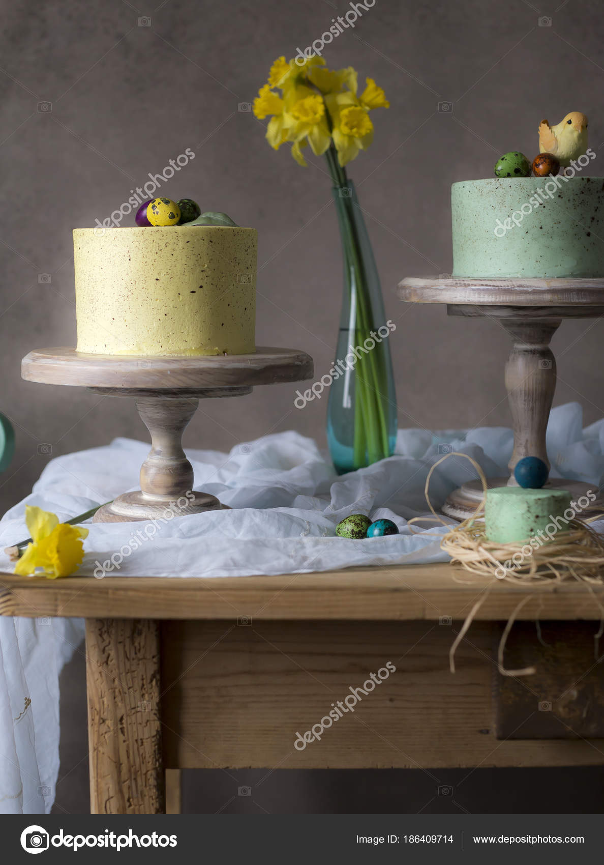 photo decoration easter painted flowers table decor depositphotos tasty cakes stock eggs spring homemade