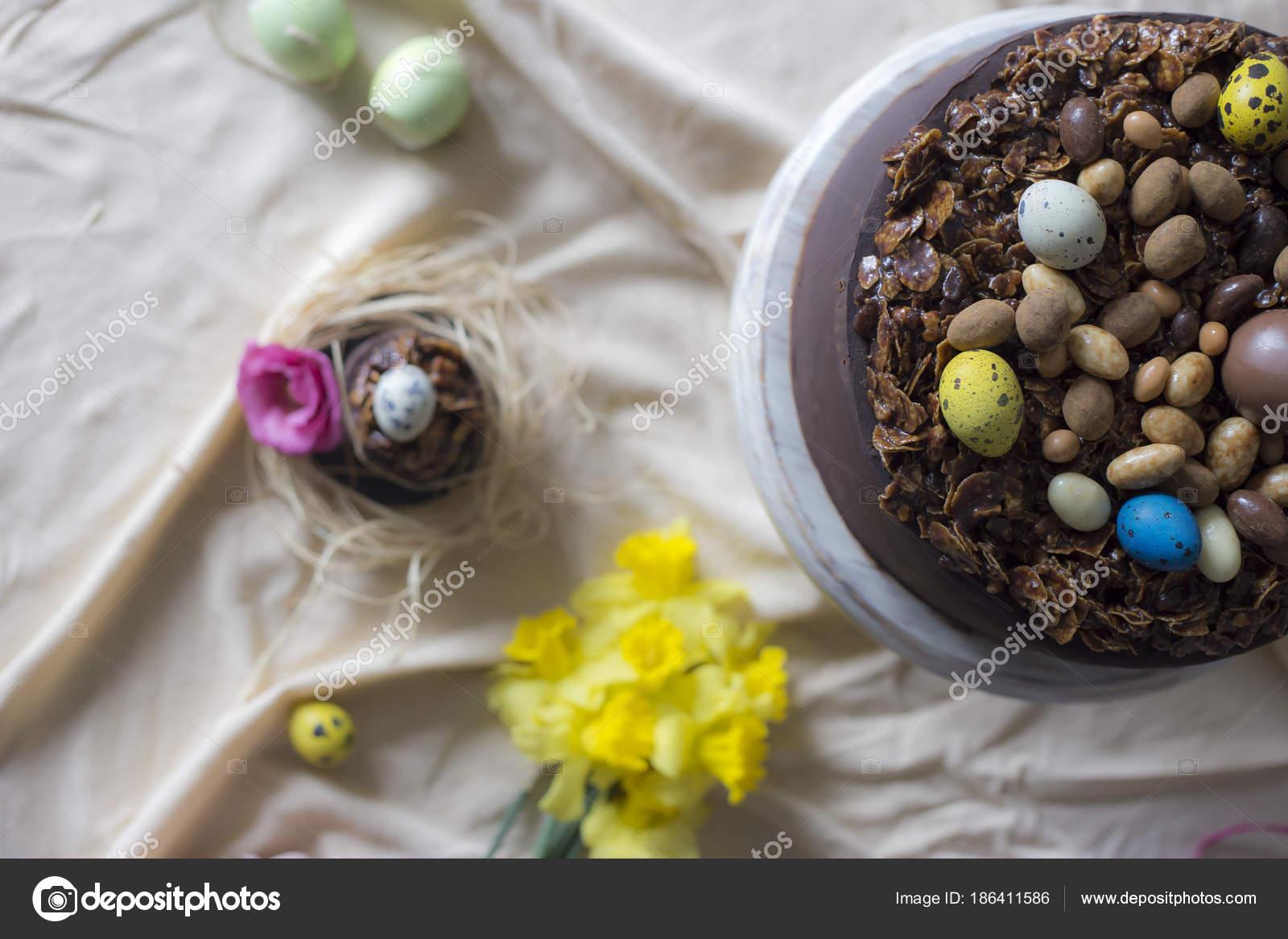 Schokolade Kuchen Für Ostern Mit Blumen Urlaub Tischdekoration Mit ...