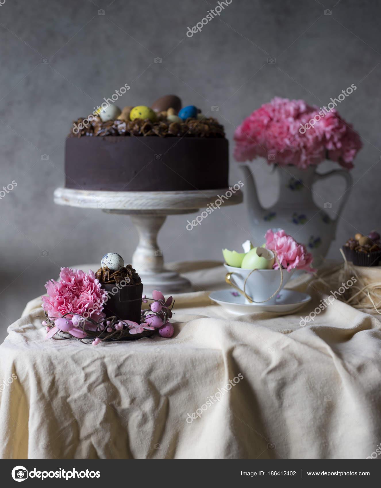 Schokolade Kuchen Für Ostern Mit Blumen Der Vase Urlaub ...