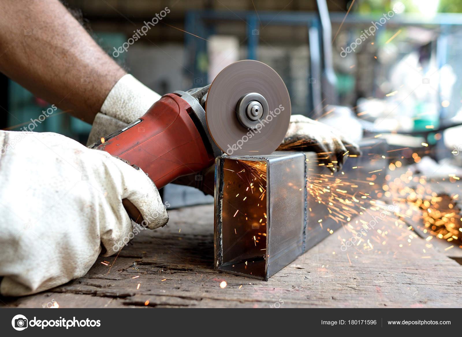 Mann Metall Schneiden Stockfoto C Seenadee Hotmail Com 180171596