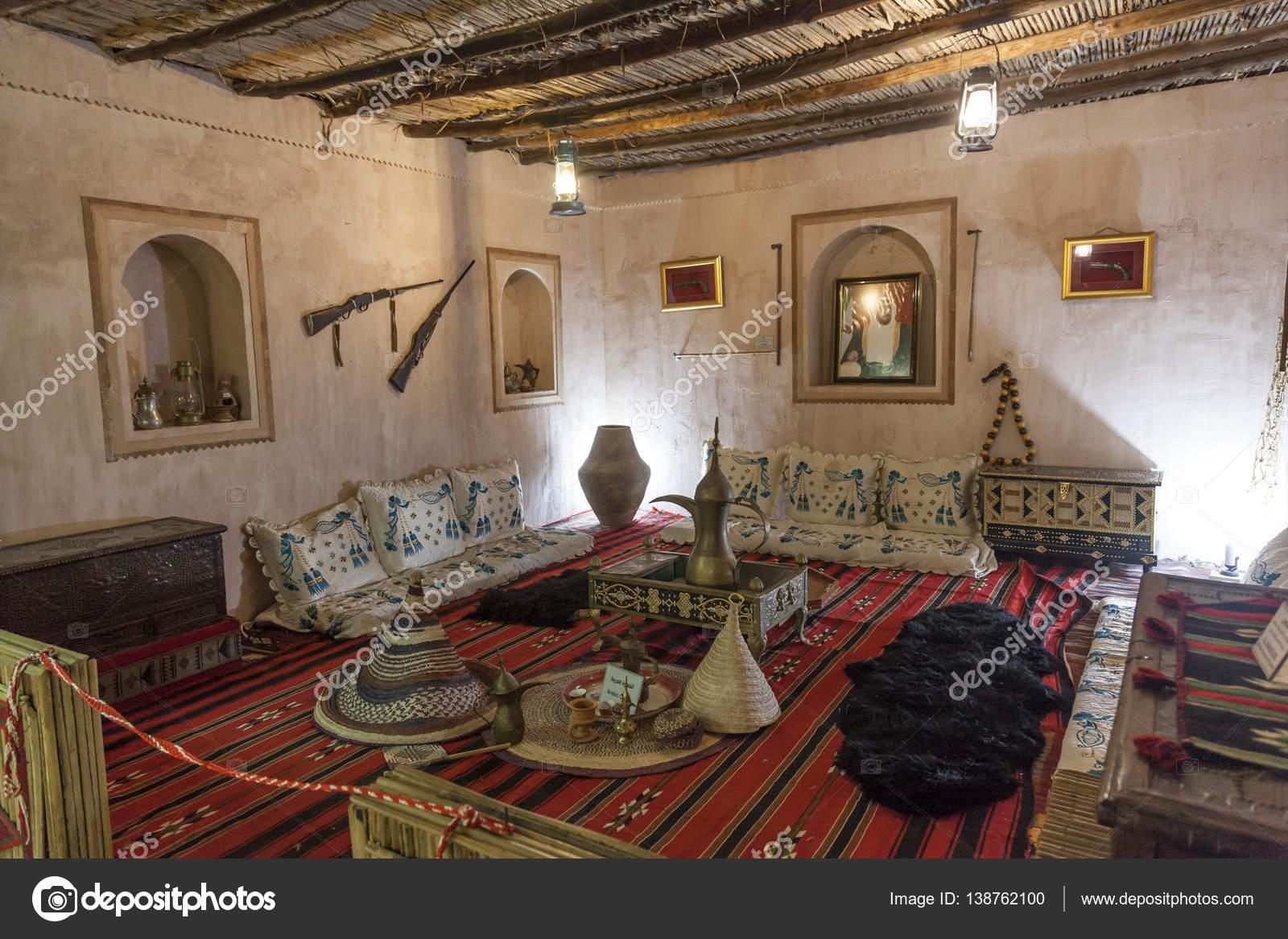 Interieur Midden Oosten : Interieur van een oud huis van de bedoeïenen in verenigde
