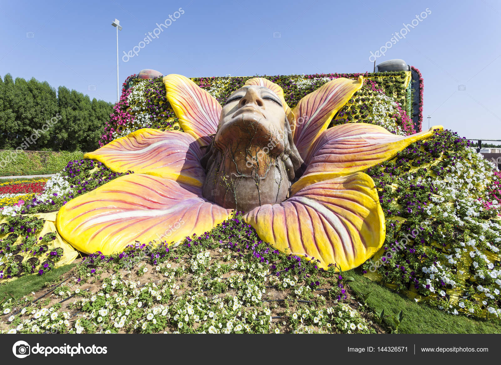 Female Face Sculpture At The Miracle Garden In Dubai U2014 Stock Photo