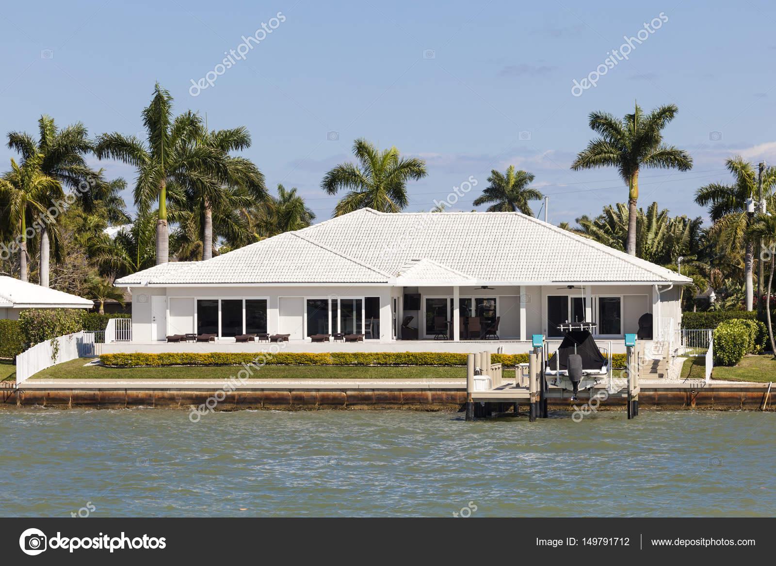 villa de luxe à naples, floride — photo éditoriale © philipus #149791712