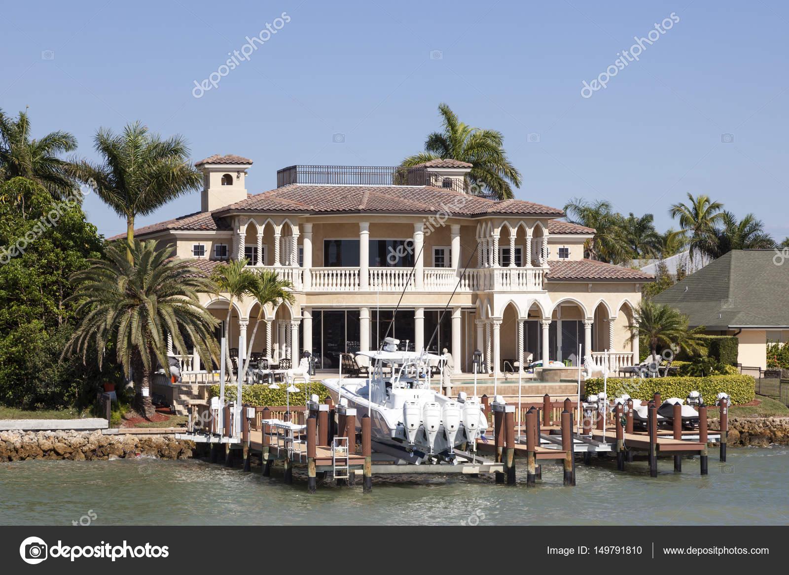 villa de luxe à naples, floride — photo éditoriale © philipus #149791810