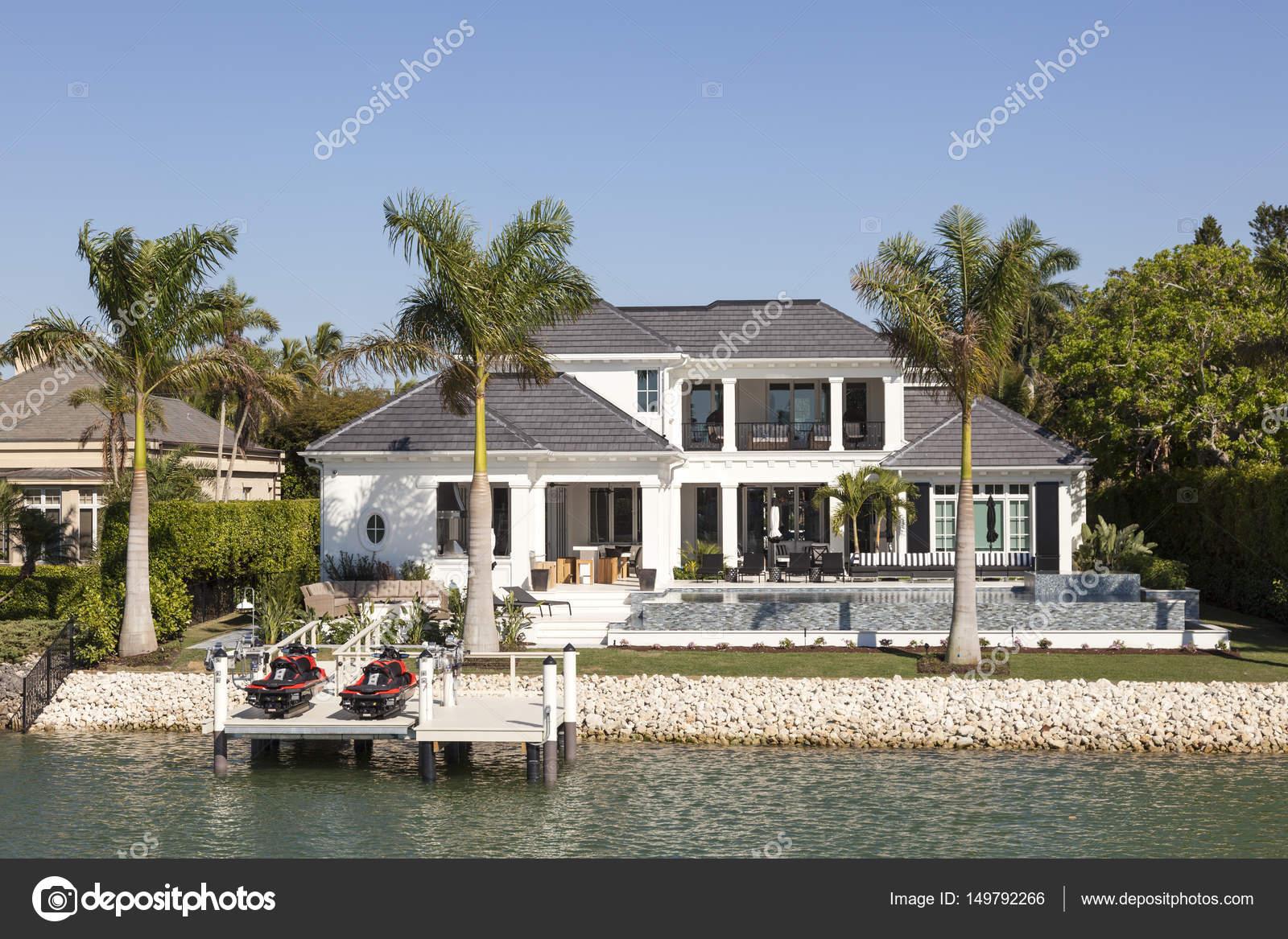 villa de luxe à naples, floride — photo éditoriale © philipus #149792266