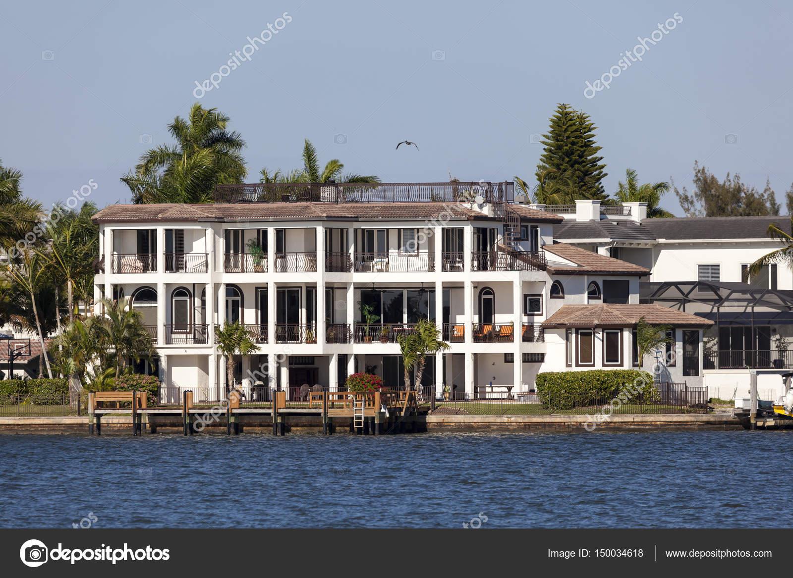 villa de luxe à naples, floride — photo éditoriale © philipus #150034618