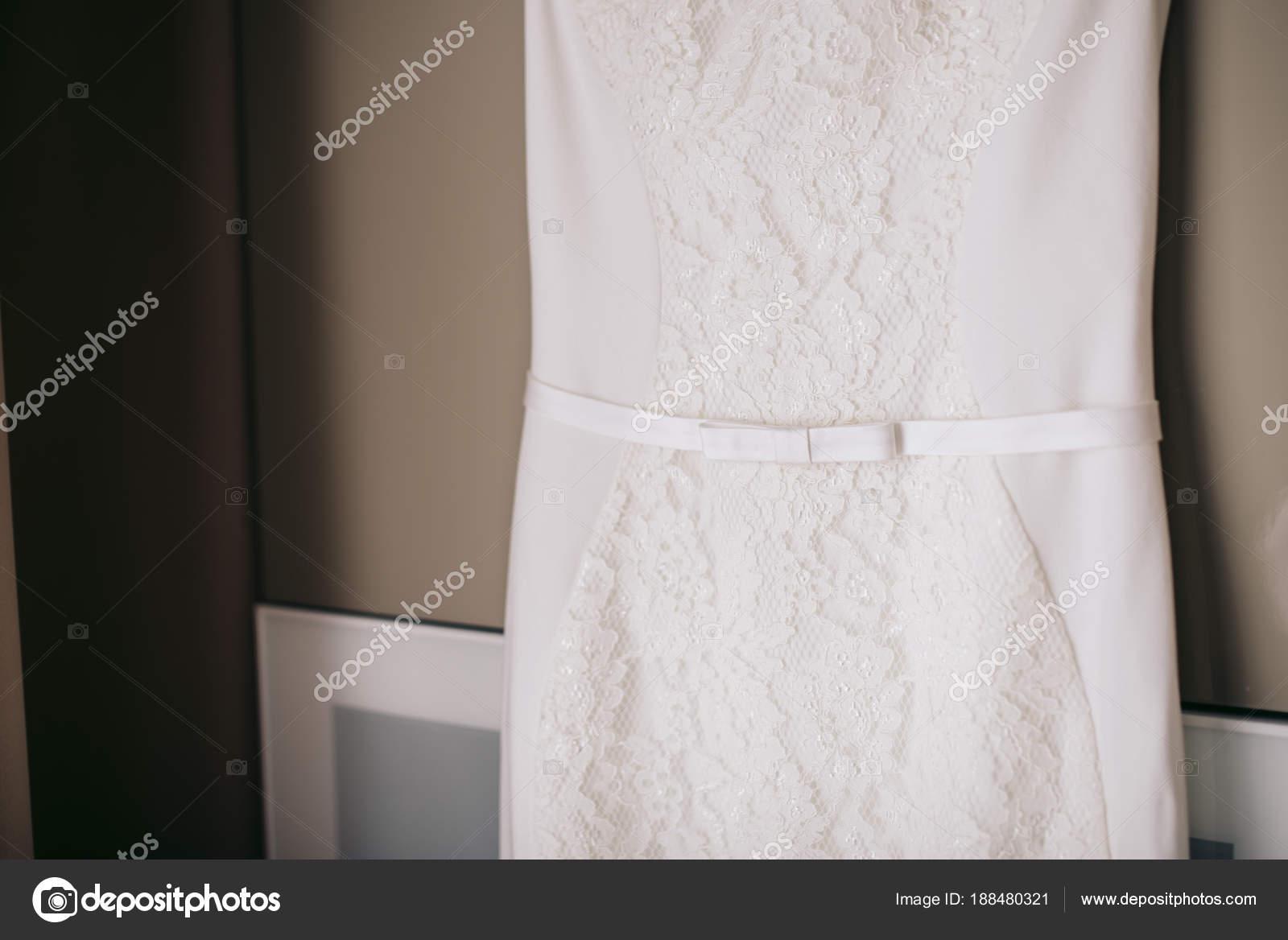 Robe blanche dentelle noeud