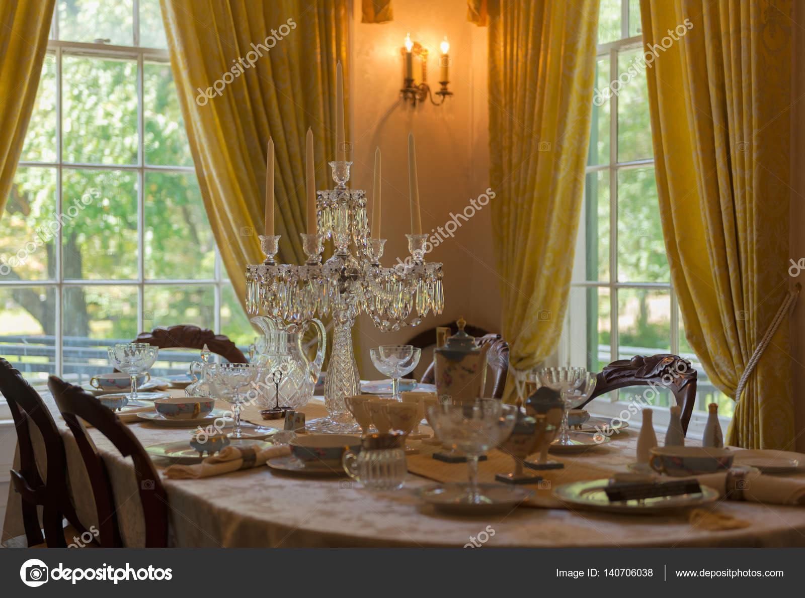 Tavoli Da Pranzo Classici : Tavolo da pranzo classico con puntelli camera di lusso u foto