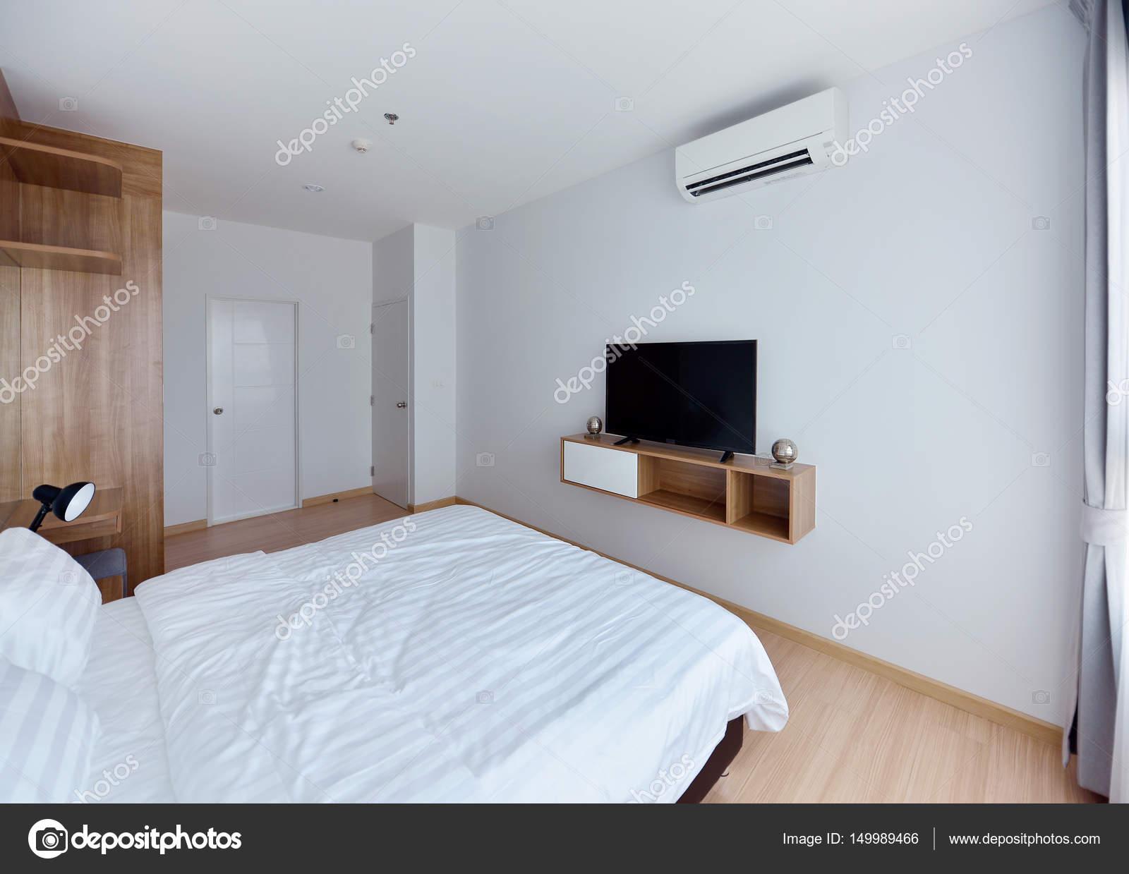 Interiore della camera da letto moderna di lusso e decoro ...