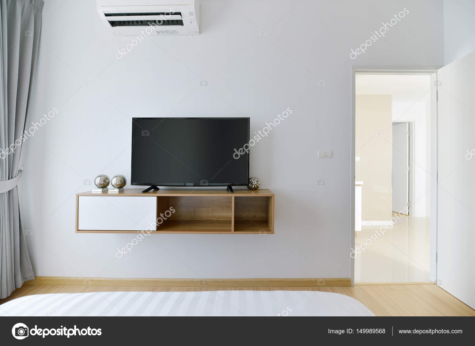 Tv Op Plank Aan Muur.Moderne Lege Slaapkamer Met Led Tv Op De Witte Muur En Houten Plank