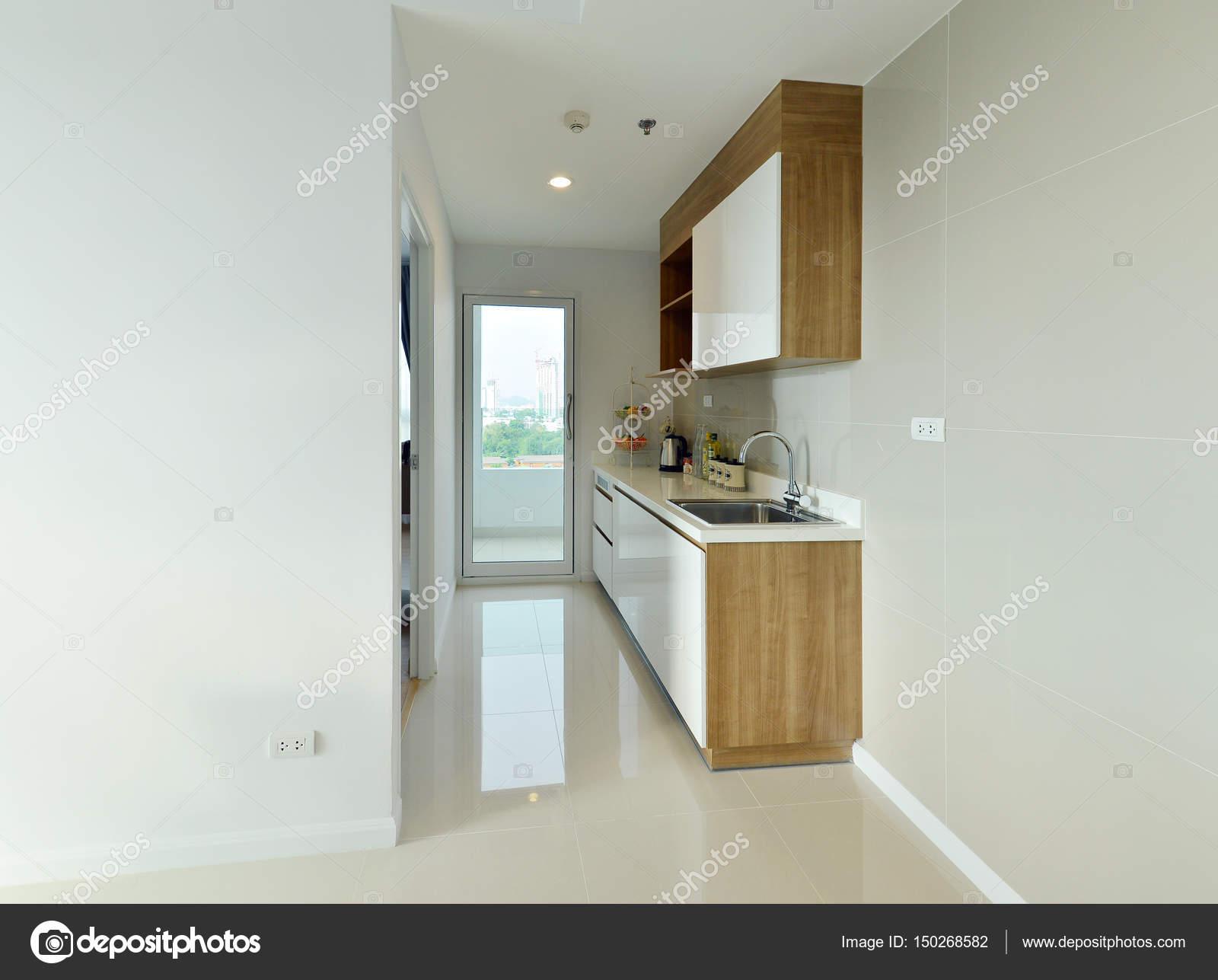 Weiße Moderne Luxusküche Und Dekoration In Wohnung Interio