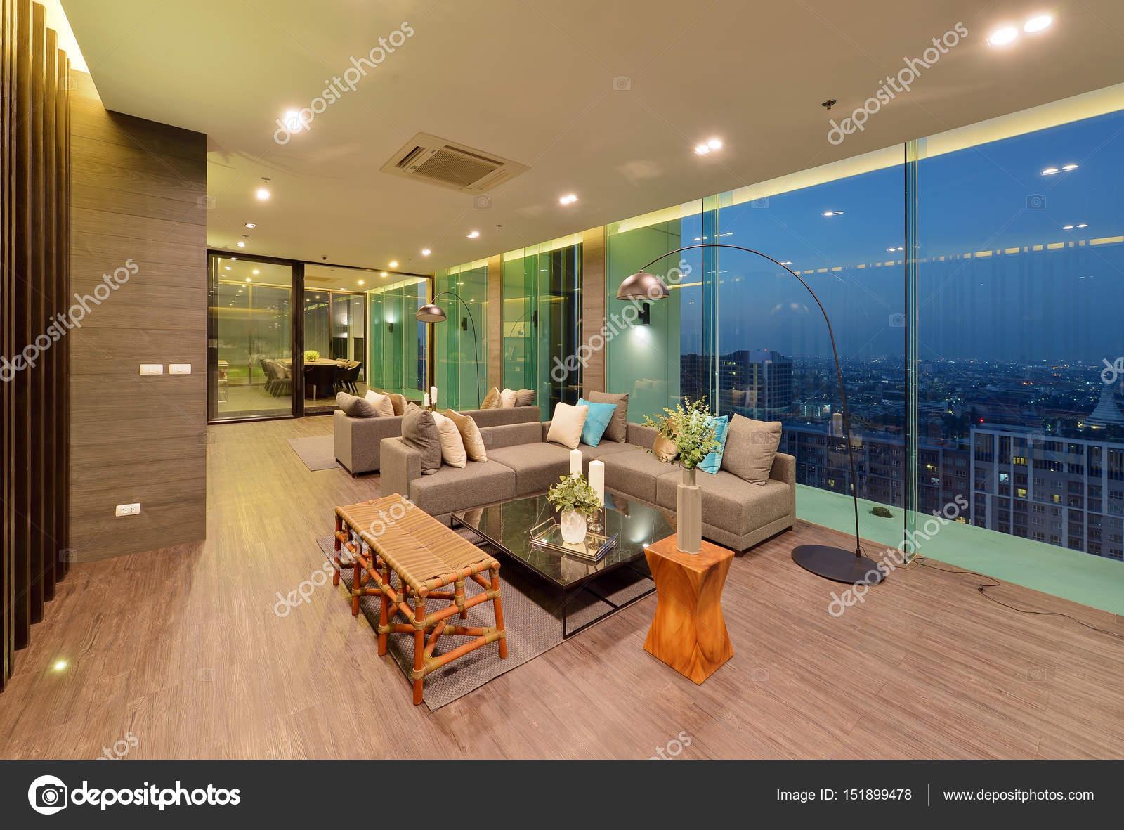 Luxe moderne woonkamer interieur en decoratie s nachts inte