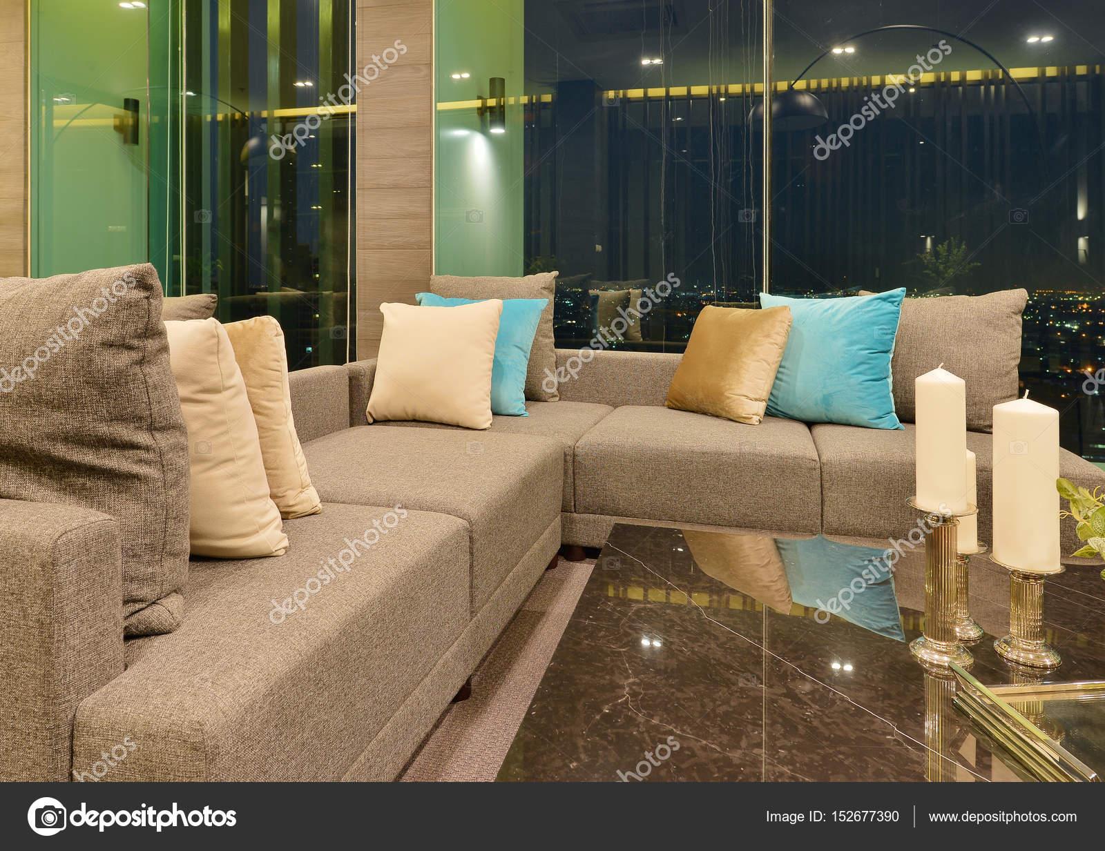 Bank in luxe moderne woonkamer interieur en decoratie op nig
