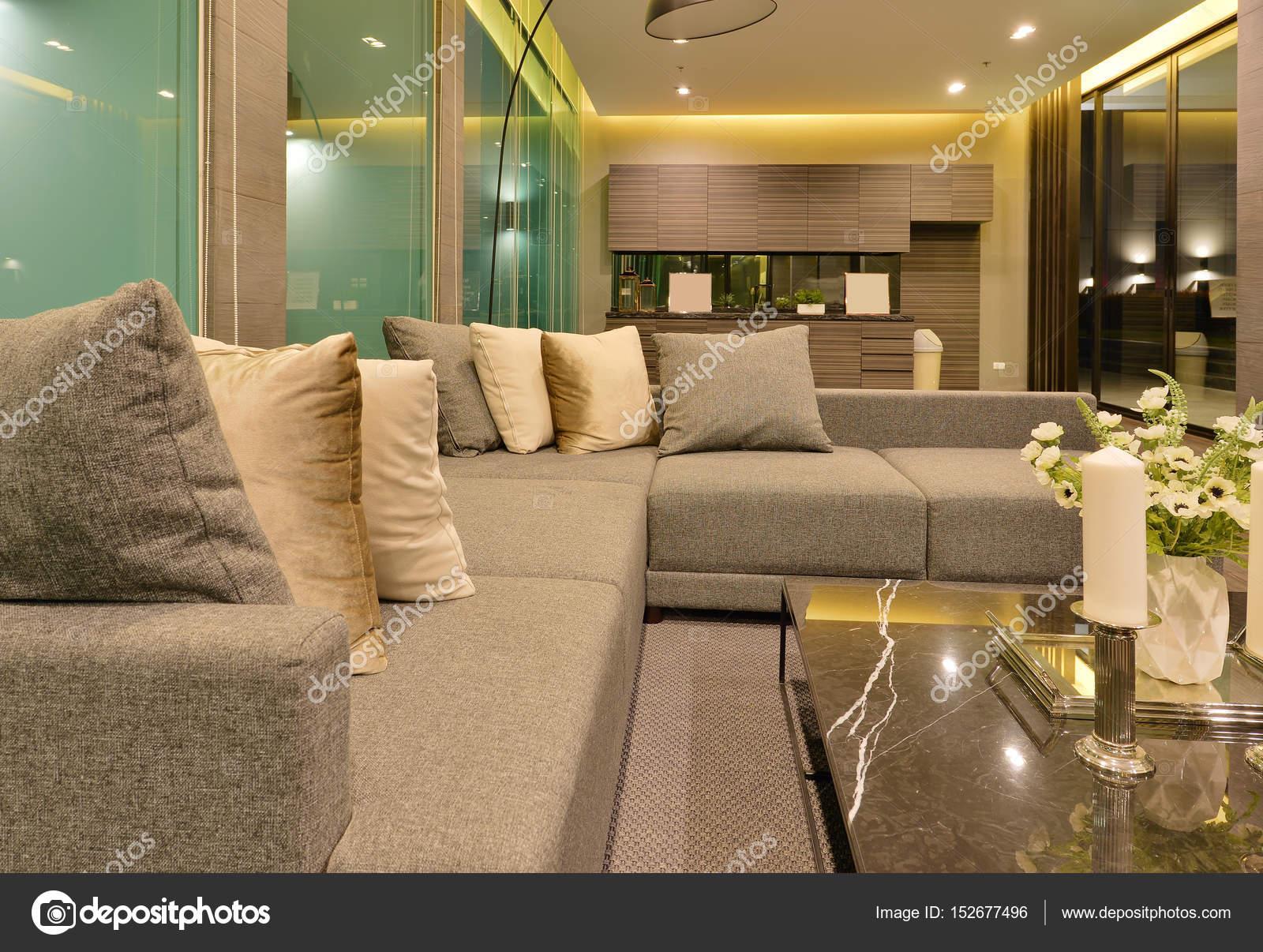 Sofa De Luxo Moderna Sala Interior E Decoracao No Nig Stock Photo
