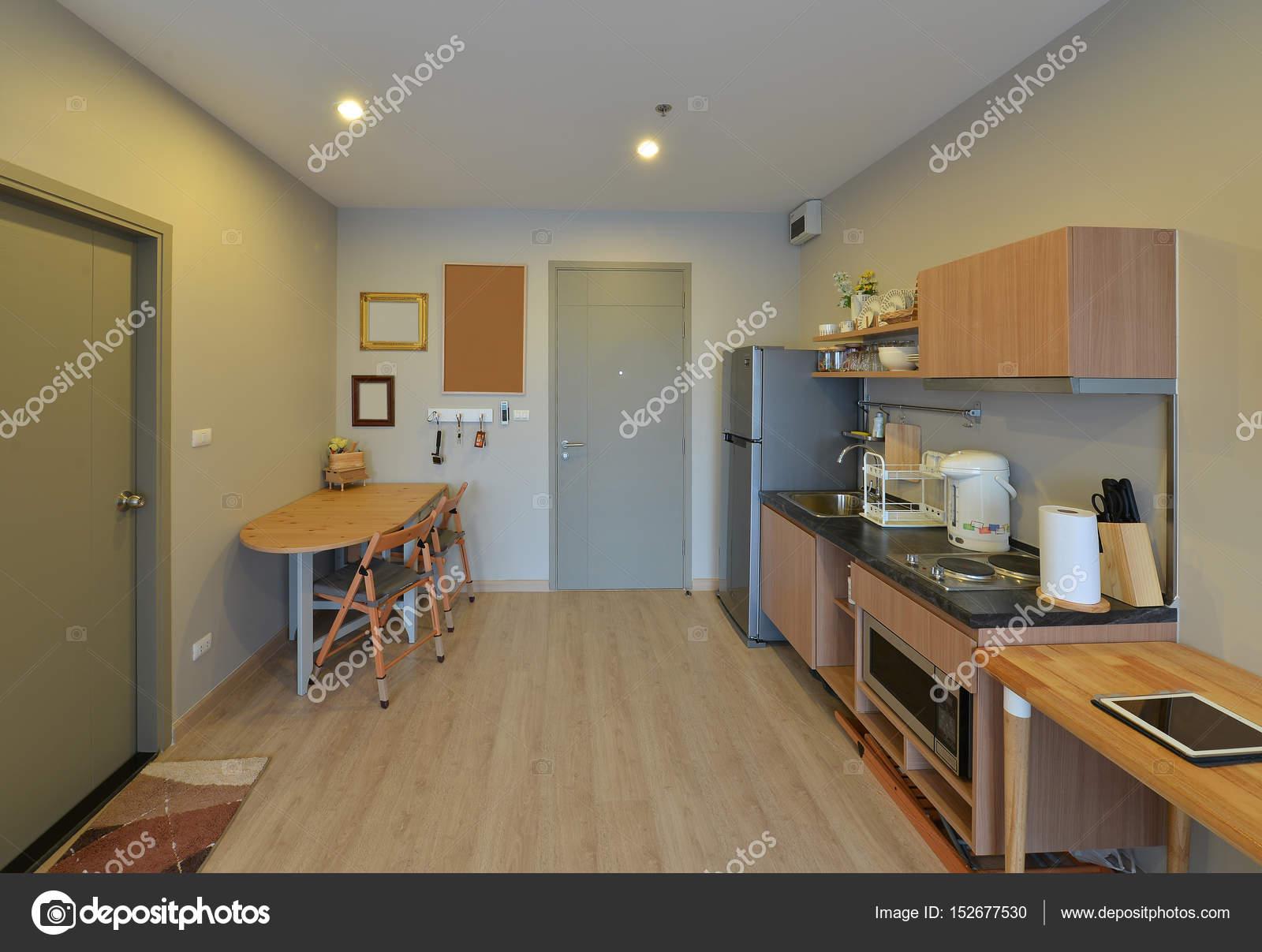 Luxe moderne keuken en decoratie op condominium interi u2014 stockfoto