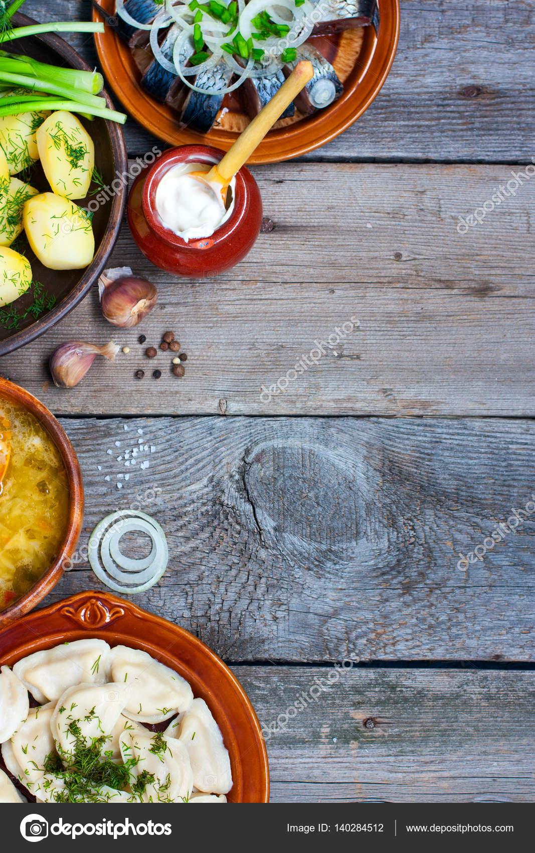 餃子、ジャガイモ、塩、魚、木製...