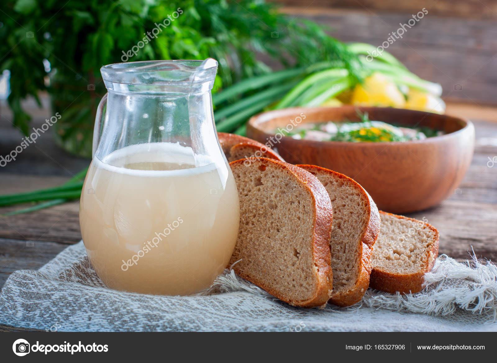 Traditionelle russische Getränk - weiße Weizenbrot Kwass ...