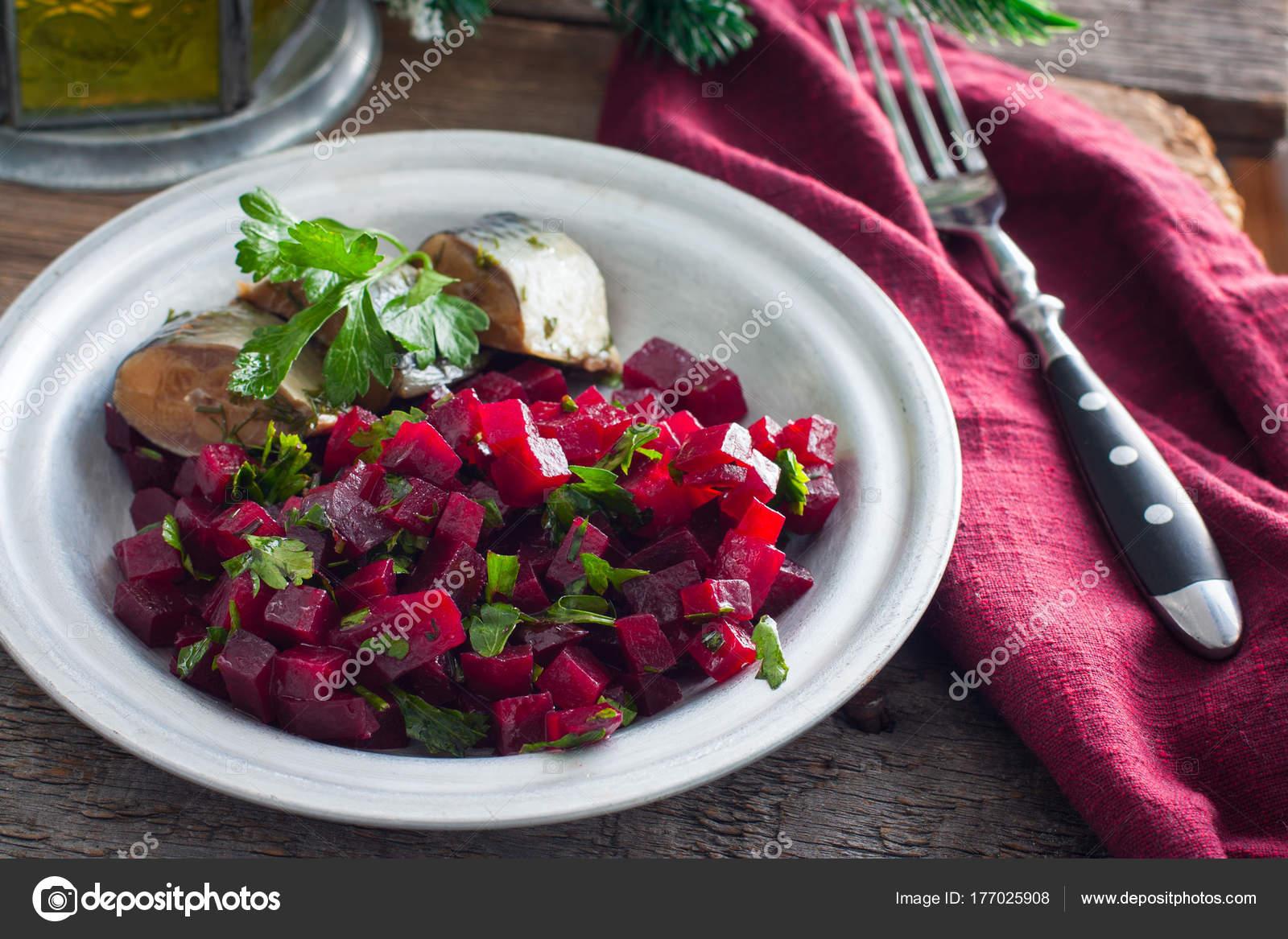 салат из свеклы на зиму с петрушкой