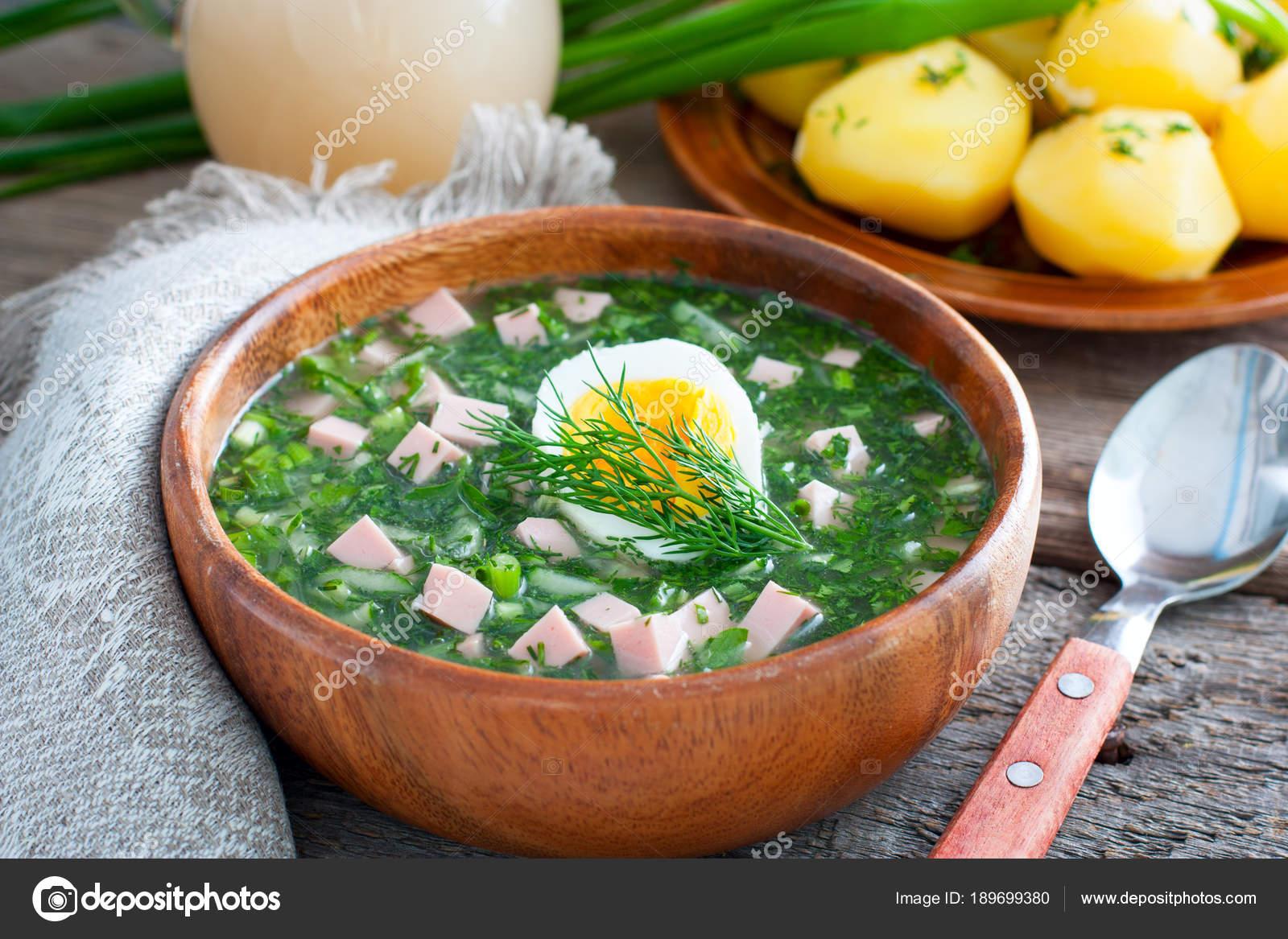 Gron sommarsoppa med korv