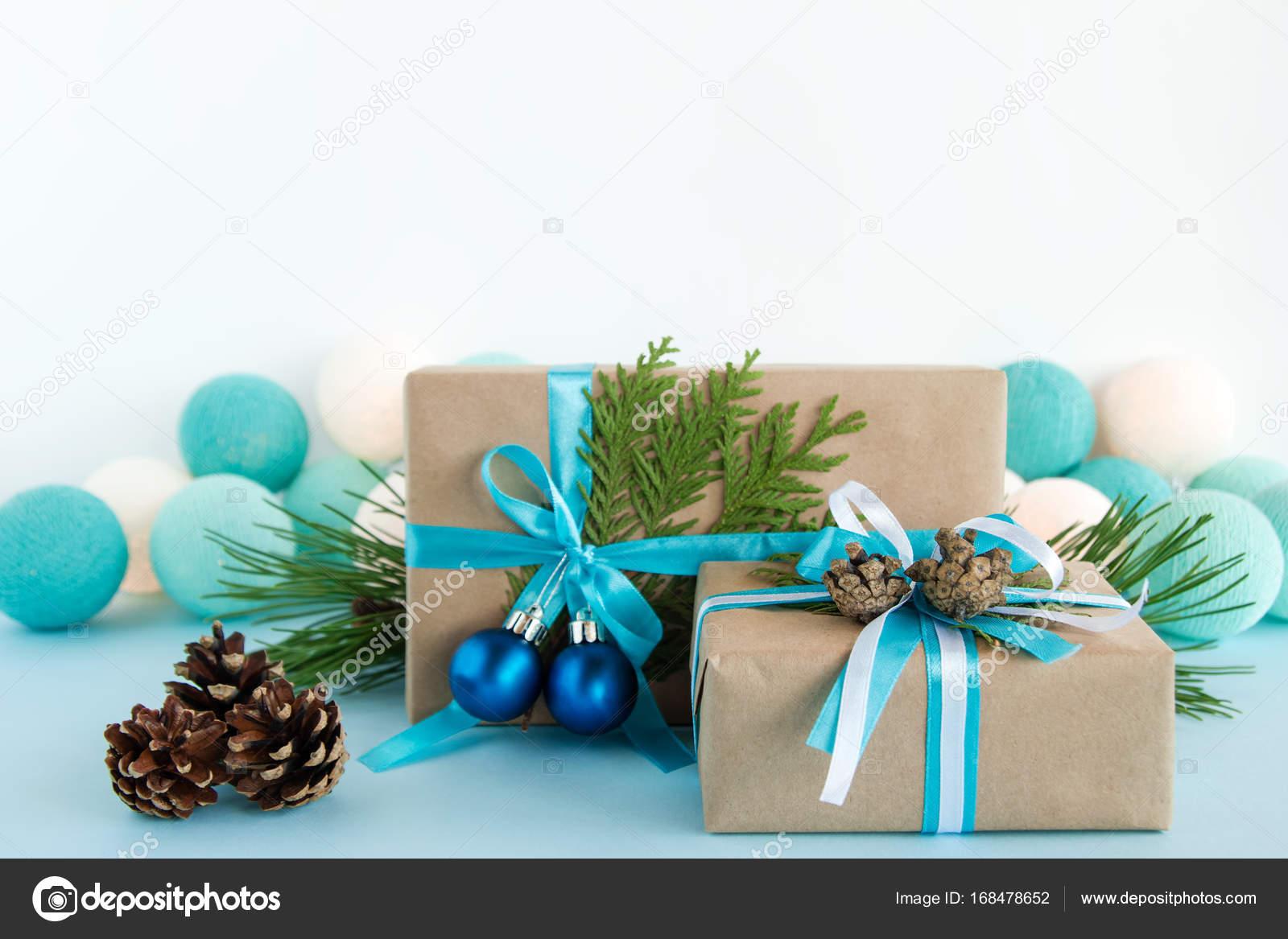 Weihnachtsbeleuchtung Kegel.Weihnachts Geschenk Boxen Verpackt Von Kraftpapier Blauen Und Weiße